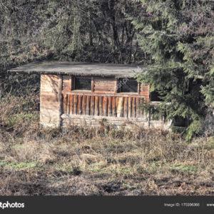 Κατεδαφίζονται αυθαίρετες κατασκευές κυνηγών στο Παγγαίο.